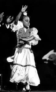 Niña en el espectáculo de Juana la del Revuelo. Bienal de Flamenco. Sevilla, 1996. Foto: FJ Crespo