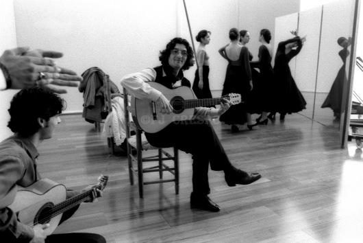 Moraíto Chico, en el rodaje de la película 'Flamenco', de Carlos Saura, en la antigua  Estación de Córdoba o Plaza de Armas. Sevilla, 1995. Foto: FJ Crespo