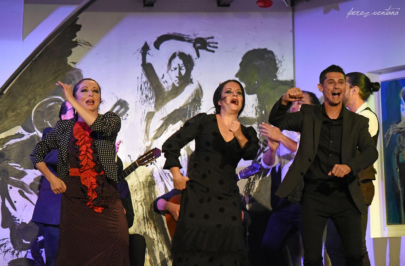 Al baile, Rosario Toledo, Rafael Campallo y Mercedes de Córdoba. Espectáculo 'Guitarra, cante y baile flamencos' en el Tablao Los Gallos, Sevilla. Foto: Quico Pérez-Ventana