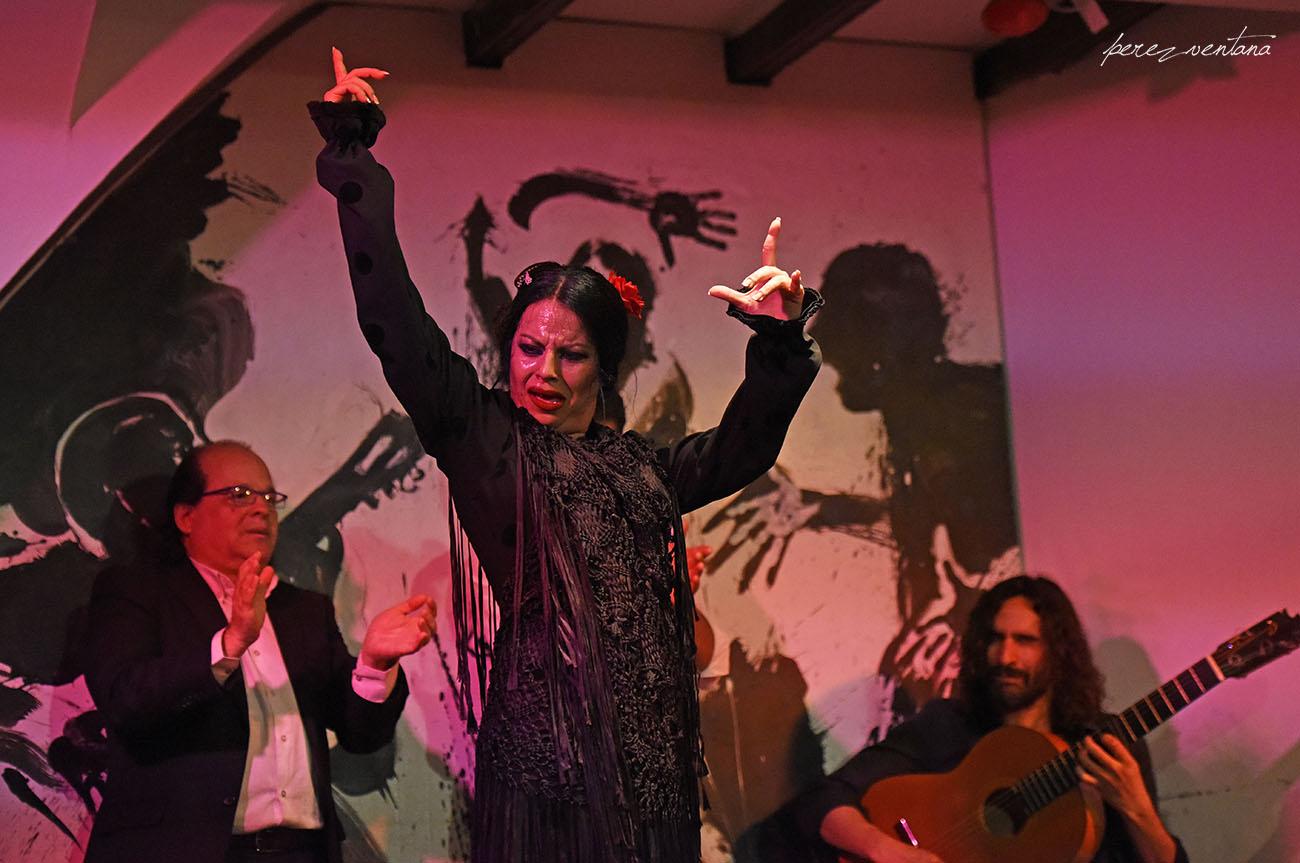 La bailaora Mercedes de Córdoba. Espectáculo 'Guitarra, cante y baile flamencos' en el Tablao Los Gallos, Sevilla. Foto: Quico Pérez-Ventana