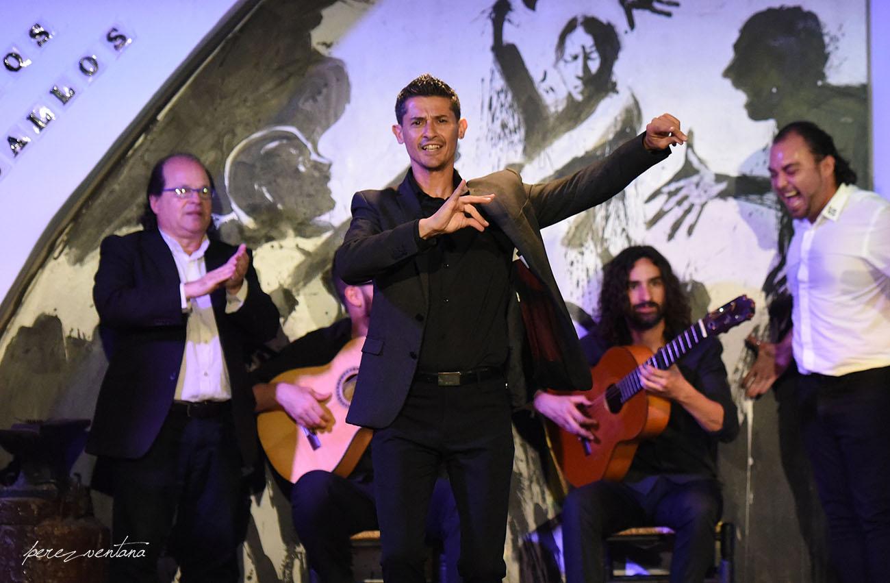 El bailaor Rafael Campallo. Espectáculo 'Guitarra, cante y baile flamencos' en el Tablao Los Gallos, Sevilla. Foto: Quico Pérez-Ventana