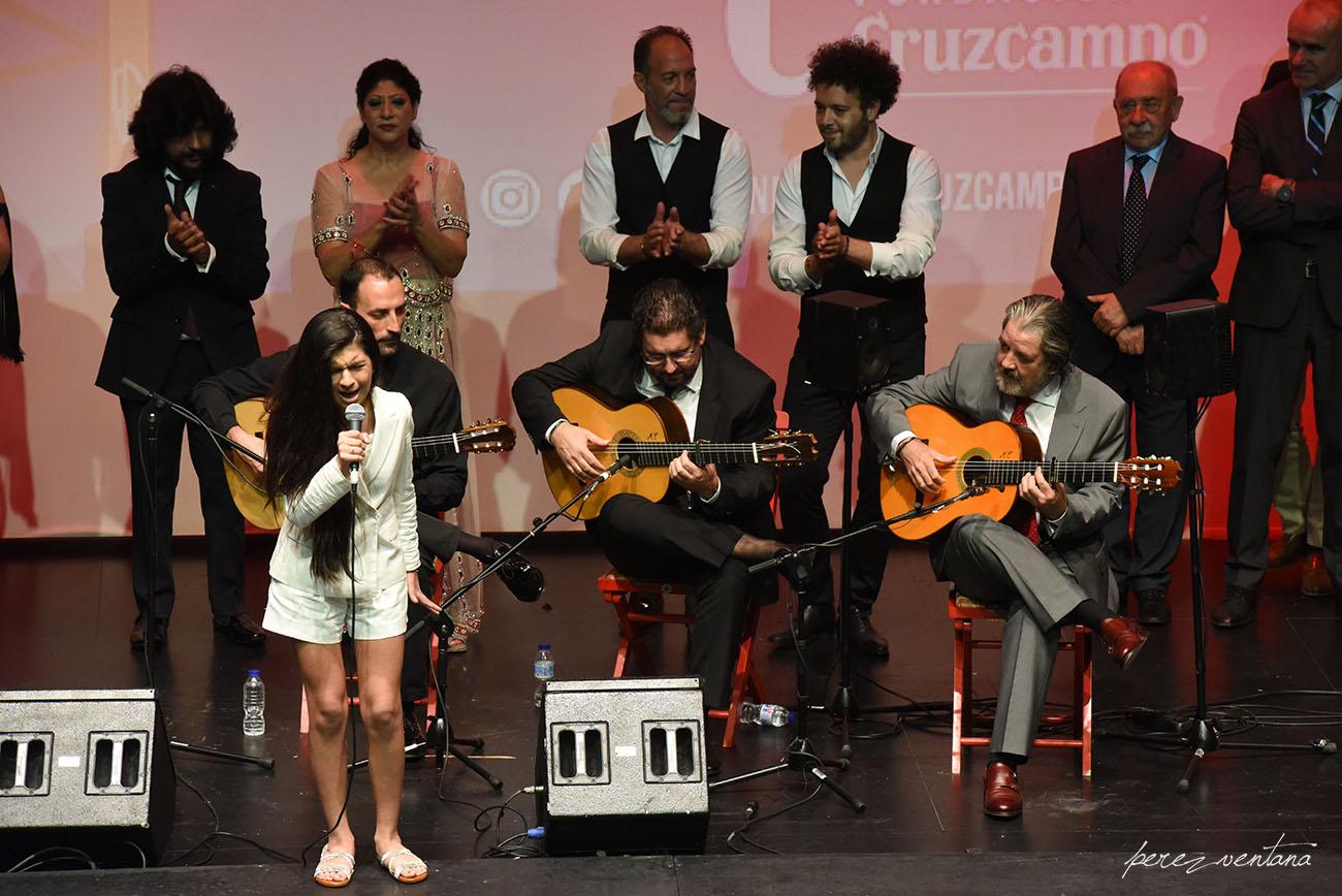 Al cante, la joven Esmeralda Rancapino. Gala XXXII Compás del Cante, Box Cartuja. 29 Mayo 2019. Foto: Quico Pérez-Ventana