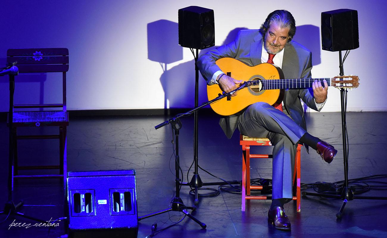 El guitarrista trianero Rafael Riqueni. Gala XXXII Compás del Cante, Box Cartuja. 29 Mayo 2019. Foto: Quico Pérez-Ventana