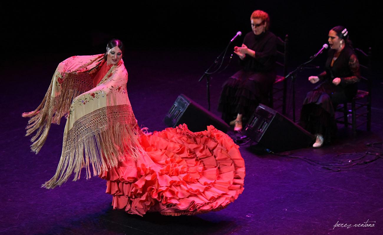 La bailaora Paula Salazar. Gala de Ganadores del concurso Talento Flamenco, Fundación Cristina Heeren. Ciclo Flamenco Viene del Sur. Teatro Central, Sevilla. Foto: Quico Pérez-Ventana