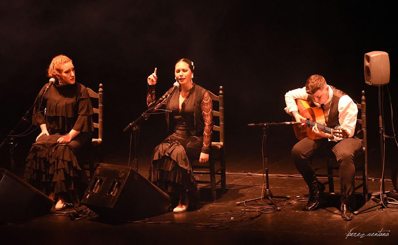 Rosa Linero, Marian Fernández y Martín Fayos. Gala de Ganadores del concurso Talento Flamenco, Fundación Cristina Heeren. Ciclo Flamenco Viene del Sur. Teatro Central, Sevilla. Foto: Quico Pérez-Ventana