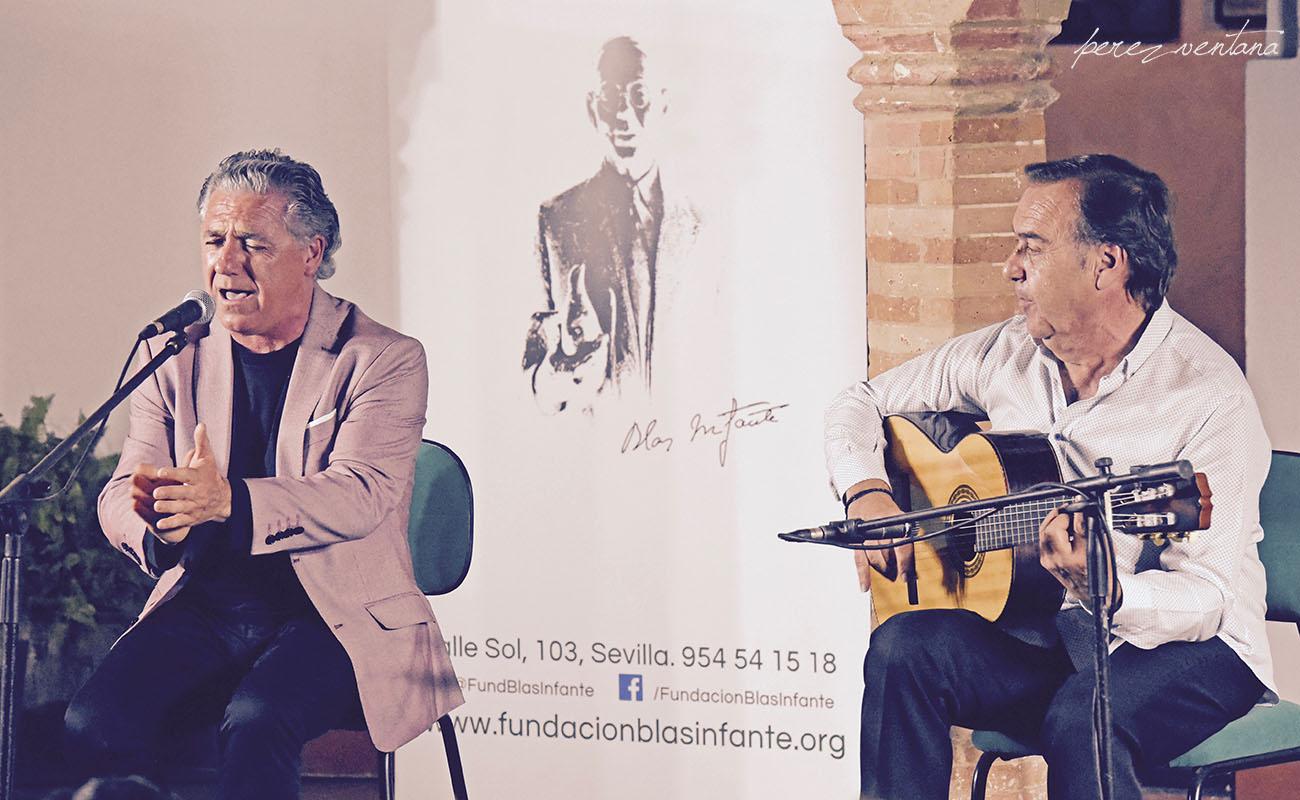Al cante, Segundo Falcón. Al toque, Manolo Franco. Ciclo Conocer el flamenco, Fundación Blas Infante (Sevilla). Foto: Quico Pérez-Ventana