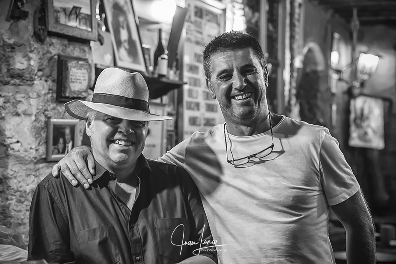 Luis Pérez (ExpoFlamenco) con Paco Gómez Ramos, propietario de la Taberna del Marqués. Foto: Juan Luna