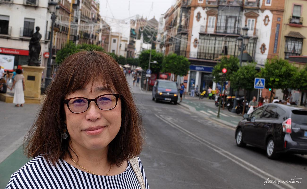 Kyoko Shikaze, en la Plaza del Altozano, Triana (Sevilla). Foto: perezventana