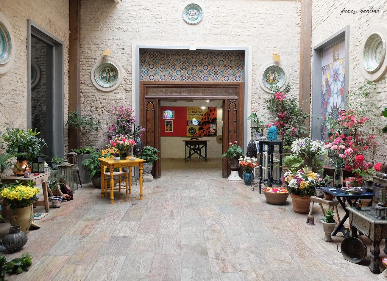 El fabuloso patio arabigoandalusí de la Casa de la Memoria. Sospechamos que esto debe ser fruto del buen gusto de Rosana de Aza, la fundadora de este singular templo flamenco. Foto: Quico Pérez-Ventana