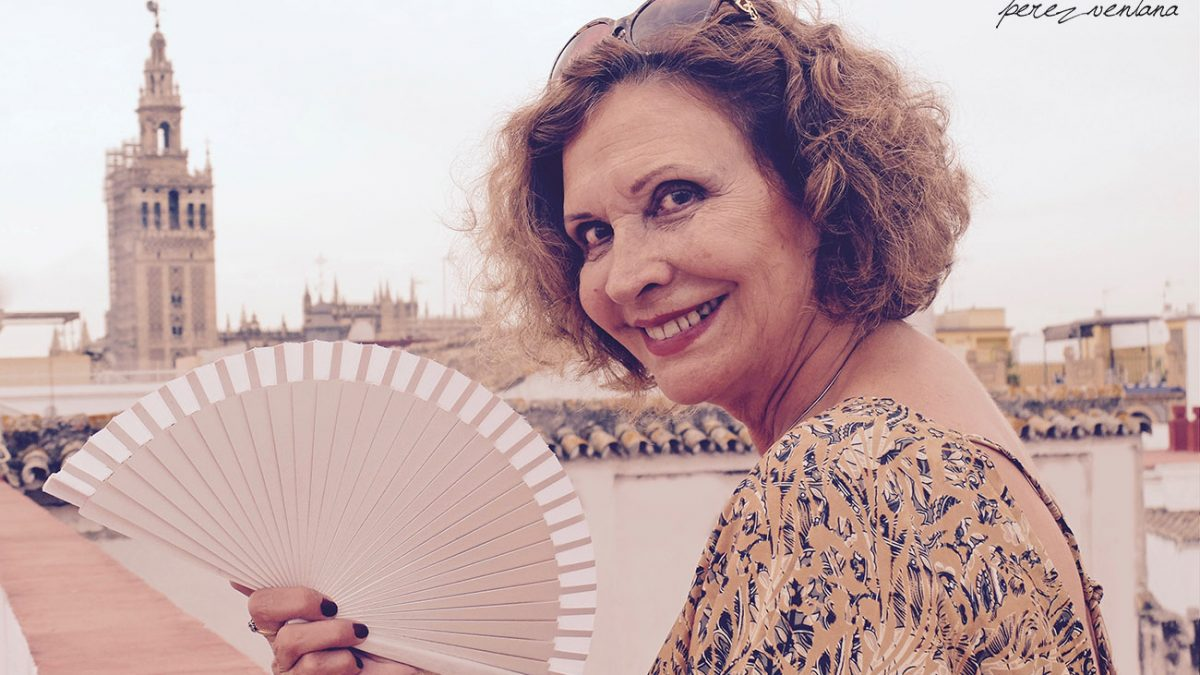 La bailaora Merche Esmeralda, en los cielos de la Sevilla de su alma. Foto: perezventana