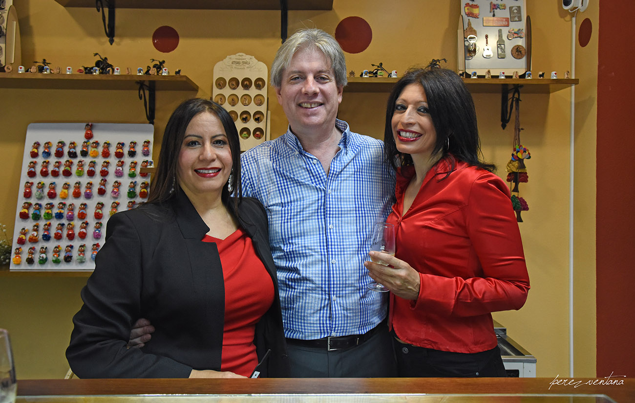 Jafelin and Mitch Helten, owners of ExpoFlamenco, with La Reina Gitana.