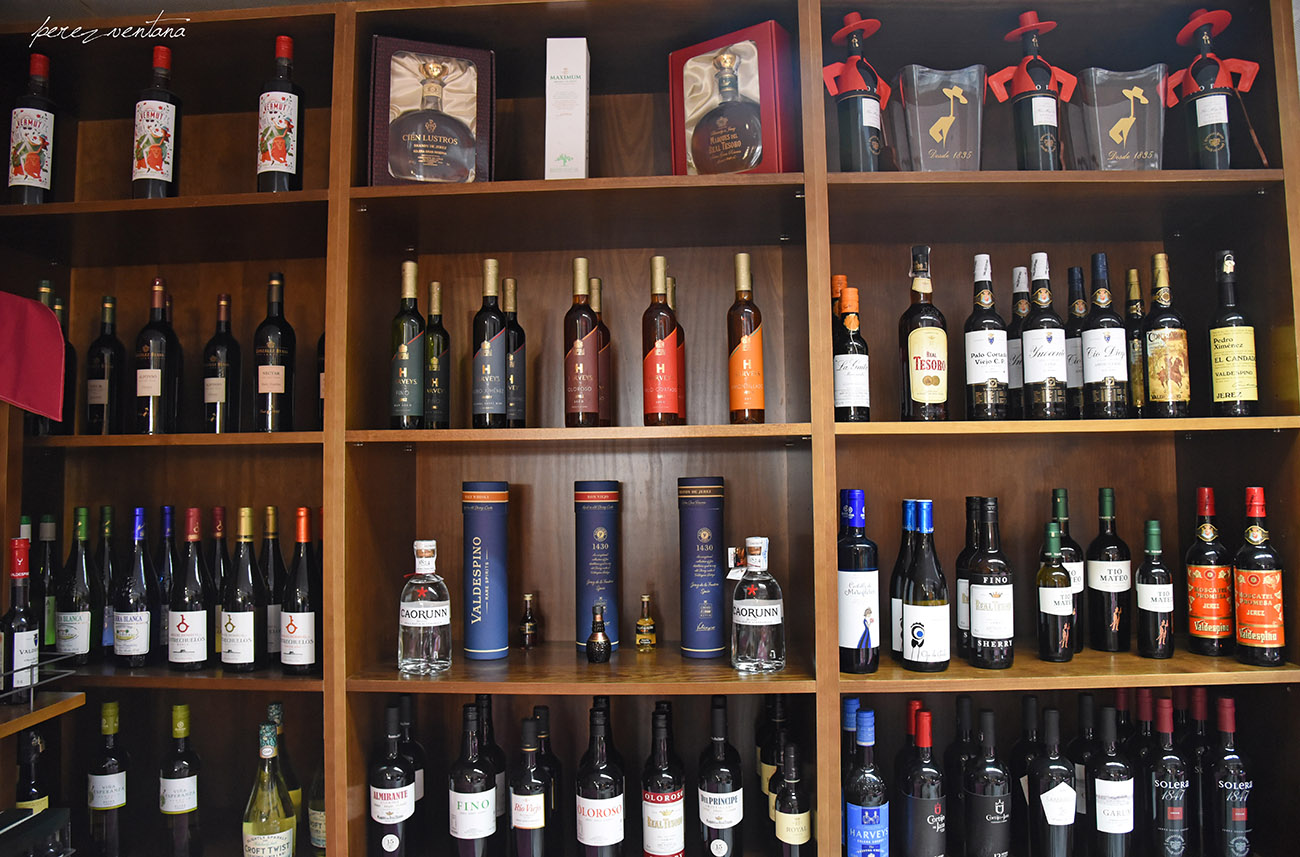 Wines of Jerez on the shelves of ExpoFlamenco Jerez, among many other flamenco and Andalusian products.