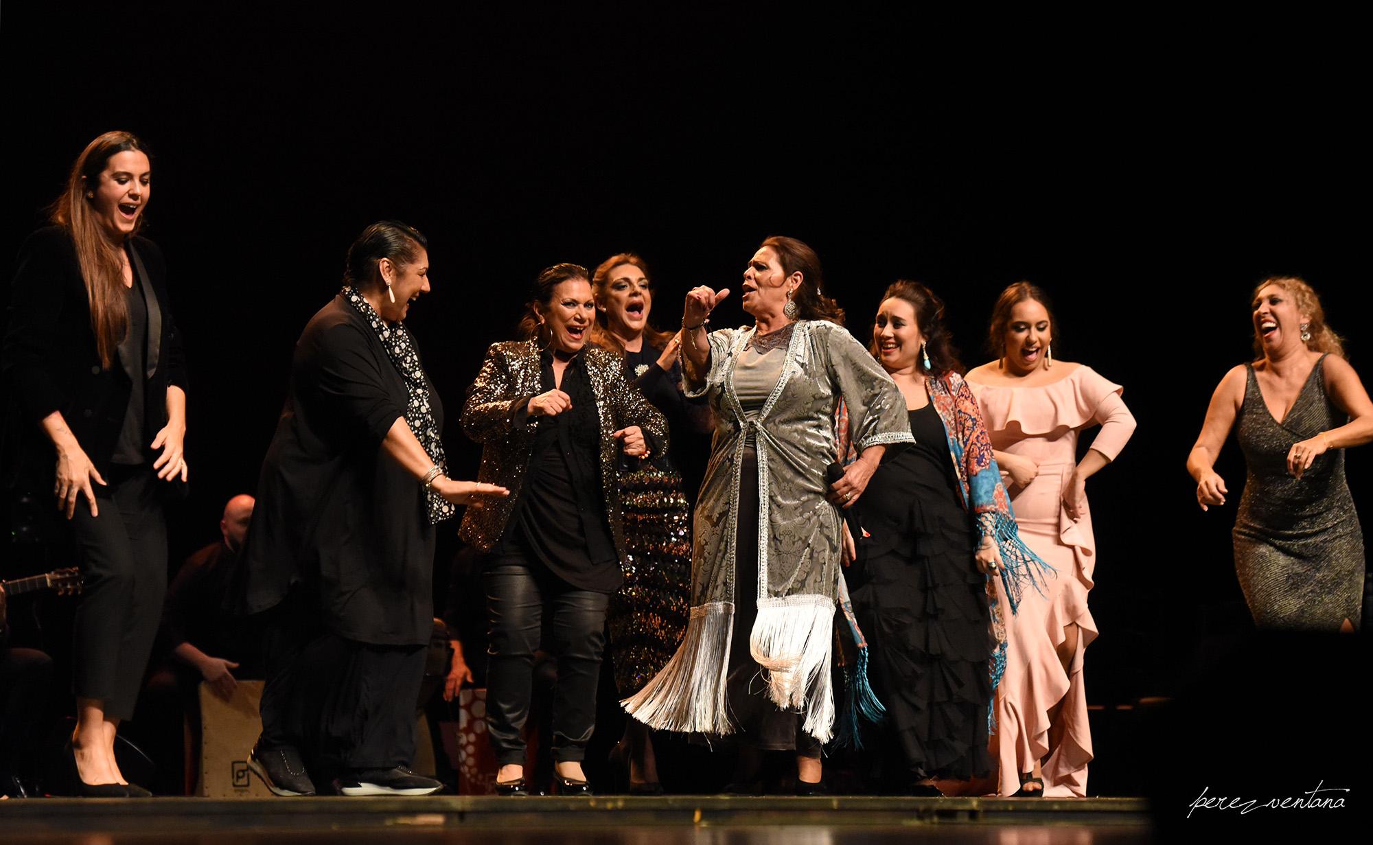 Aurora Vargas y las cantaoras. Homenaje a Carmelilla Montoya. Fibes Sevilla, 5 diciembre 2019. Foto: perezventana