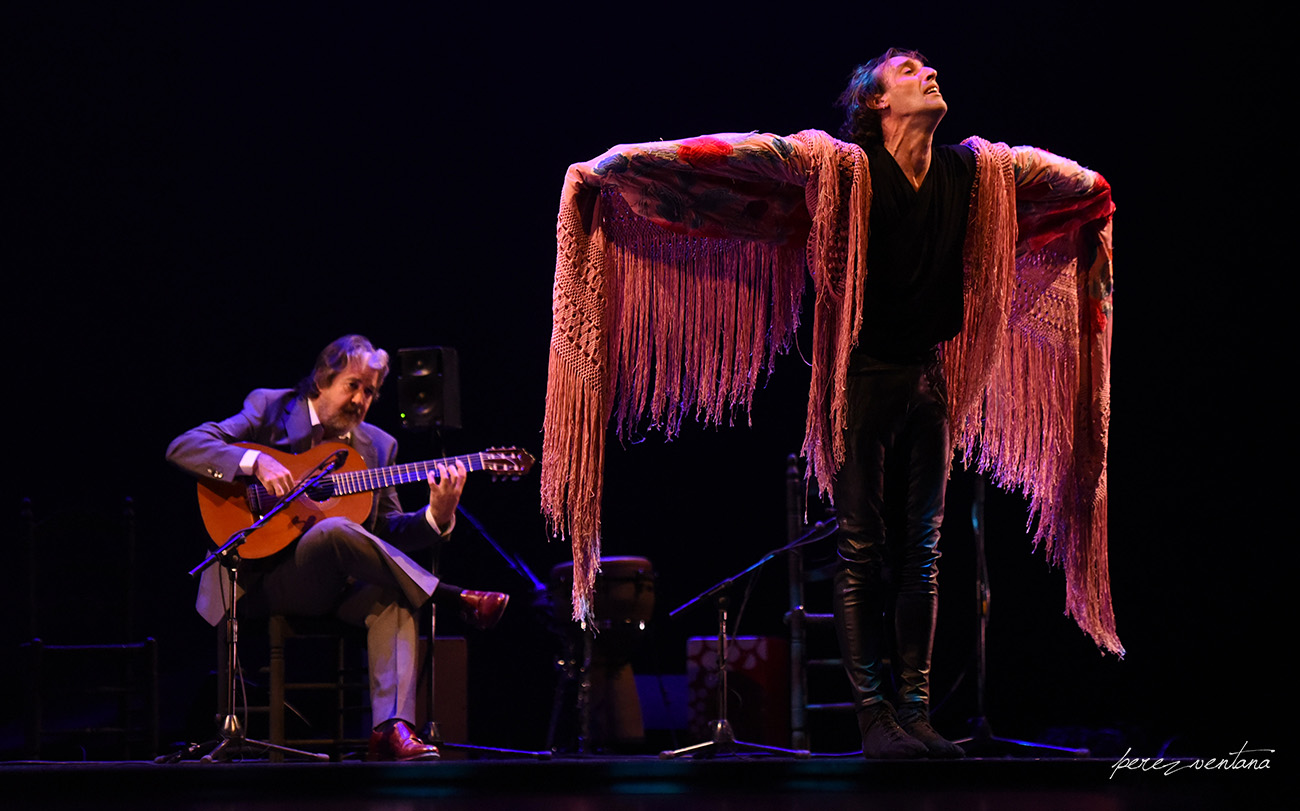 Rubén Olmo y Rafael Riqueni. Homenaje a Carmelilla Montoya. Fibes Sevilla, 5 diciembre 2019. Foto: perezventana