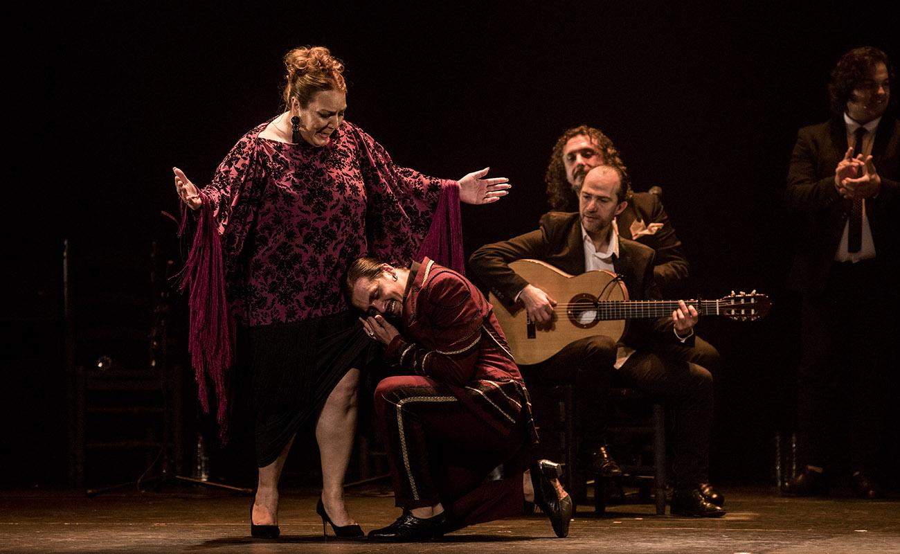 El Farru y su madre, Rosario Montoya La Farruca. Teatro Villamarta, Festival de Jerez 2020. Foto: Javier Fergo