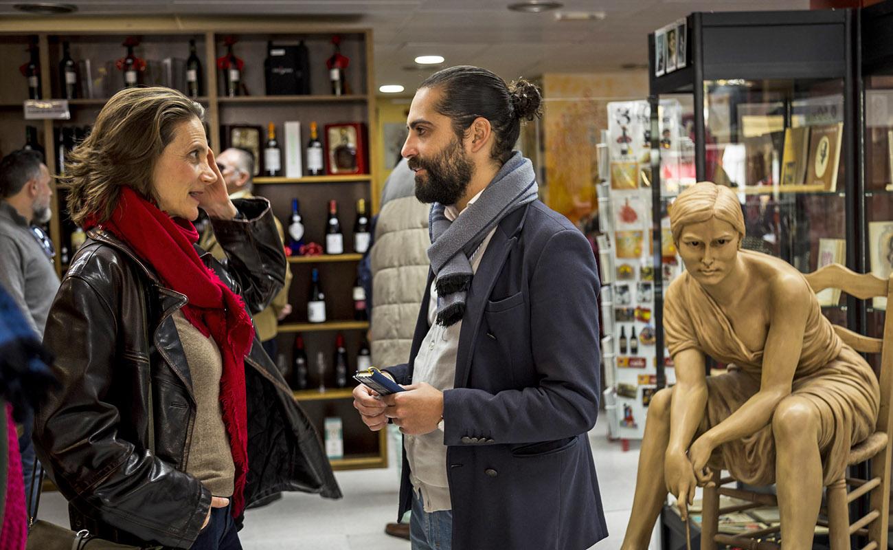 La violinista Sophia Quarenghi y Juan Garrido. Mesa Redonda 'Festival de Jerez: un cuarto de siglo' ExpoFlamenco Jerez Shop, 19 feb 2020. Foto: Guido Bartolotta