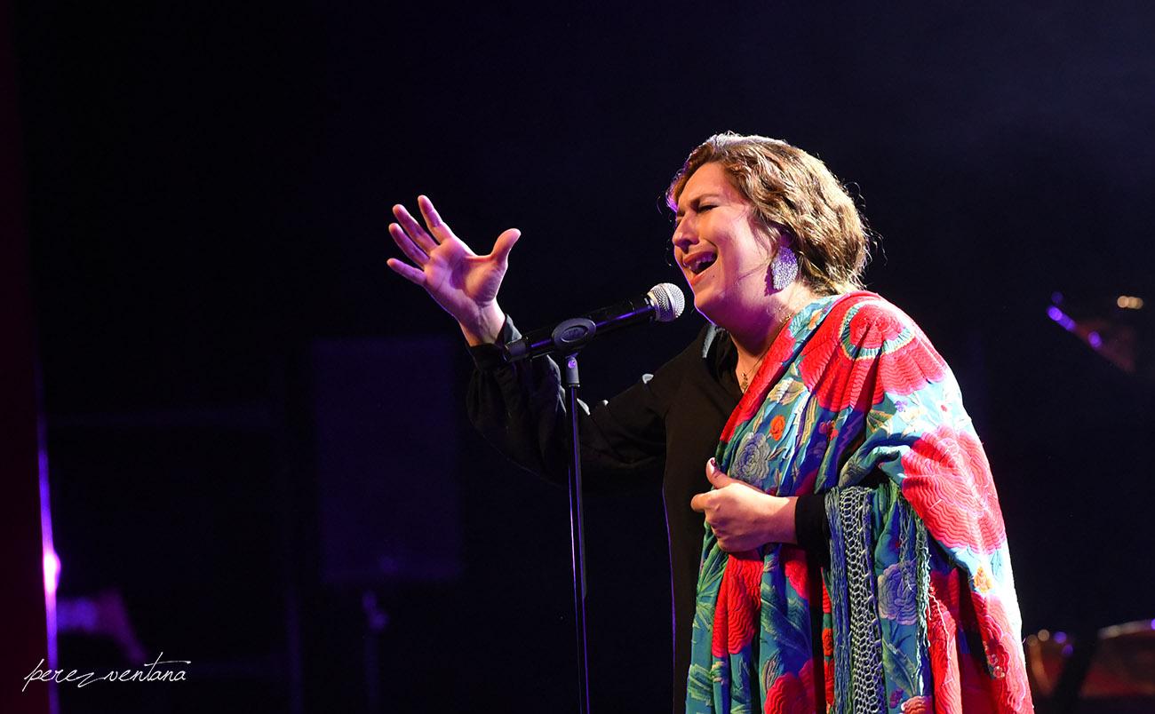 Estrella Morente, deslumbrantes arte y mantón. Homenaje a Lole Montoya. Cartuja Center, Sevilla. 8 marzo 2020. Foto: perezventana
