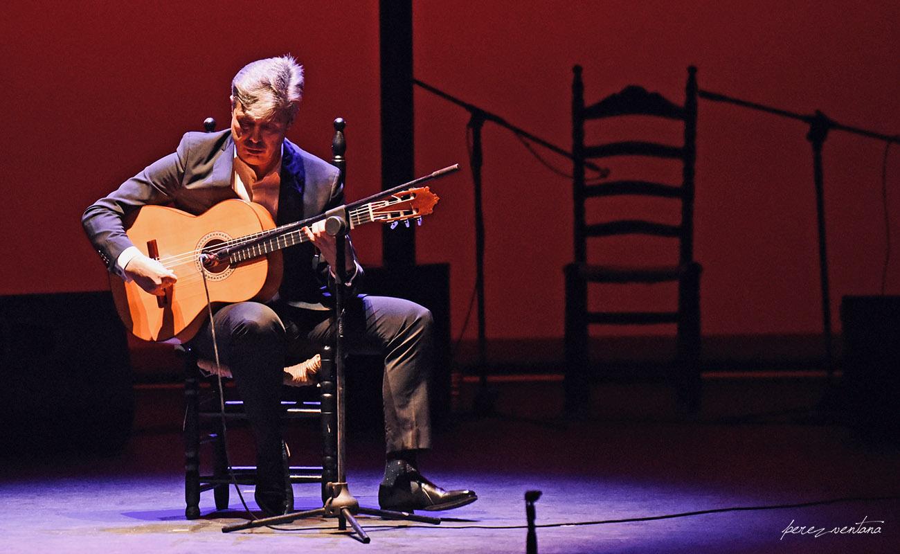 El guitarrista Pedro Sierra. Homenaje a José Galván. Festival Tacón Flamenco de Utrera. 29 febrero 2020. Foto: perezventana