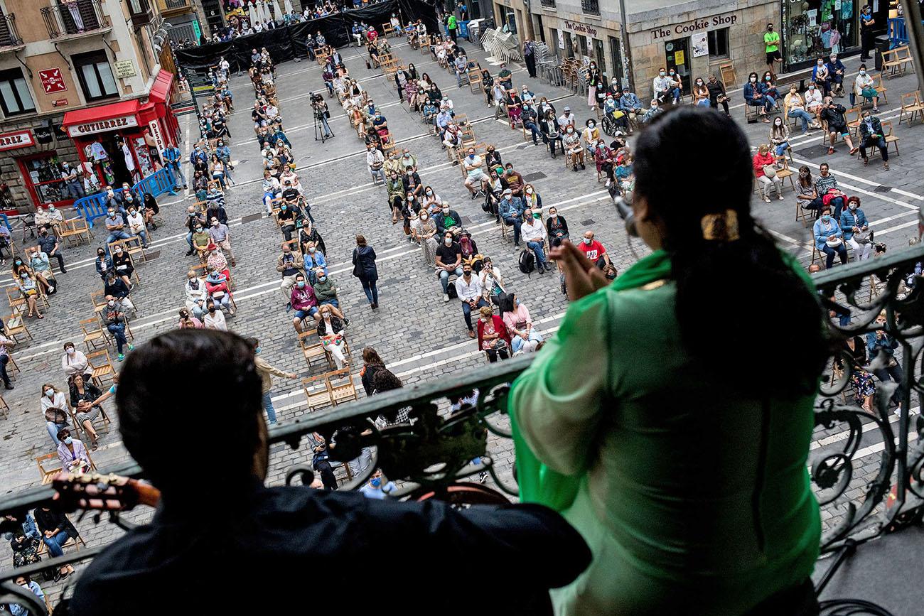 Actuación de La Macanita en el balcón del Ayuntamiento de Pamplona. Foto: Festival Flamenco On Fire 2020