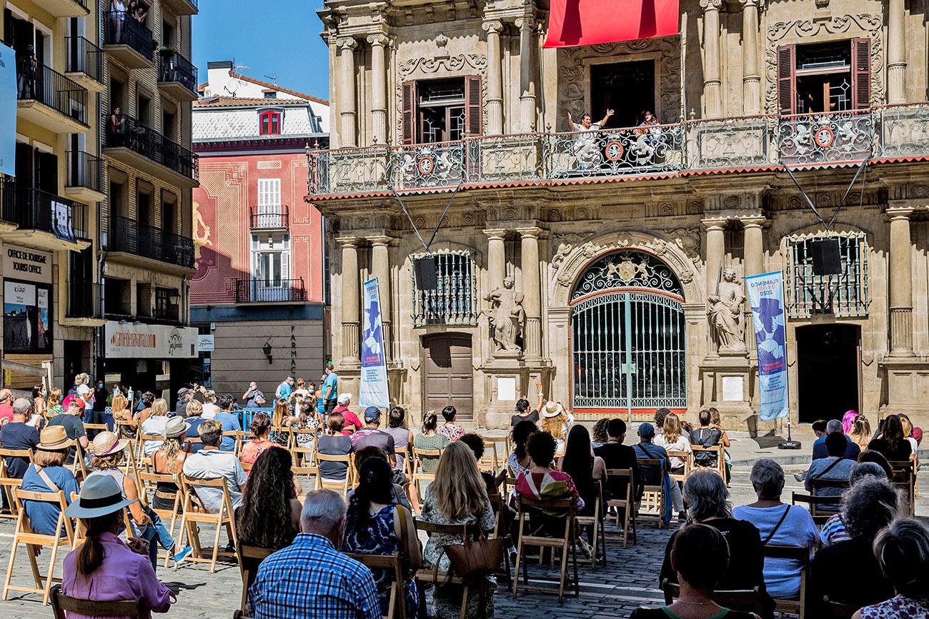 La cantaora Remedios Amaya, en el balcón del Ayuntamiento de Pamplona. Festival Flamenco On Fire 2020. Foto: Flamenco On Fire